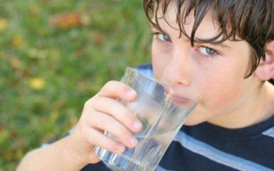 Hidratarse y protegerse del sol